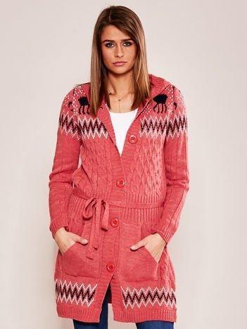 Różowy wzorzysty sweter z kapturem