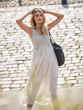 SCANDEZZA Beżowa sukienka maxi z ażurowym dekoltem