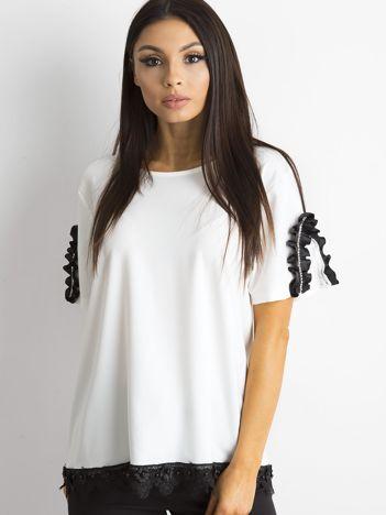 SCANDEZZA Biała bluzka z aplikacją