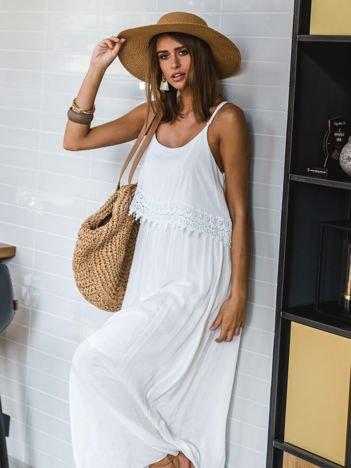 SCANDEZZA Biała długa sukienka z szeroką falbaną