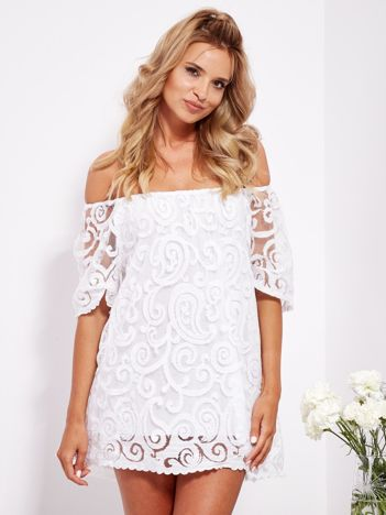 SCANDEZZA Biała sukienka hiszpanka mini ze wzorem paisley