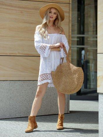 SCANDEZZA Biała sukienka hiszpanka z koronkowymi wstawkami