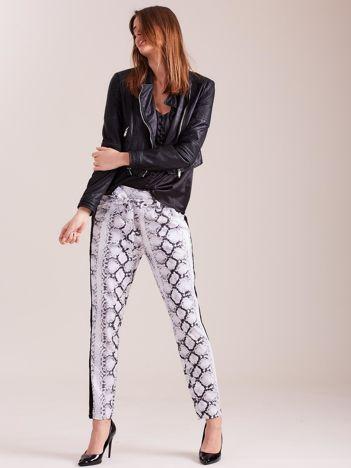 SCANDEZZA Białe spodnie we wzory