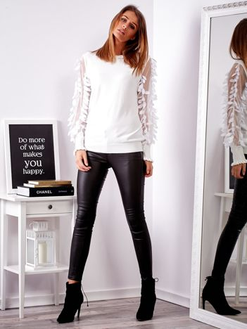 SCANDEZZA Biały sweter z piórkami