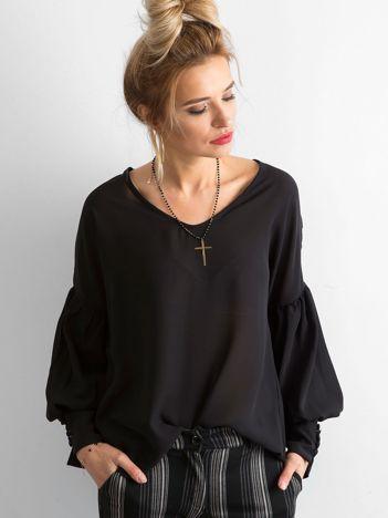 SCANDEZZA Czarna bluzka z szerokimi makietami