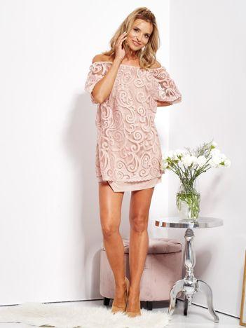 SCANDEZZA Jasnoróżowa sukienka hiszpanka mini ze wzorem paisley