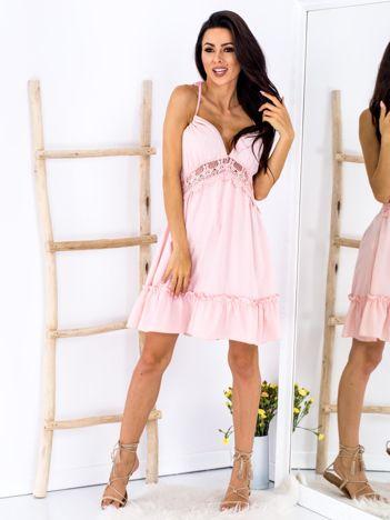 SCANDEZZA Różowa sukienka wiązana na szyi