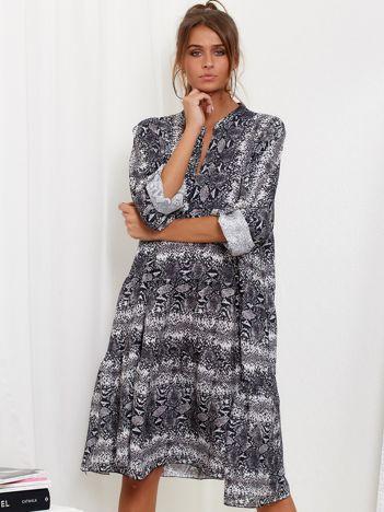 SCANDEZZA Szara sukienka oversize w wężowy wzór