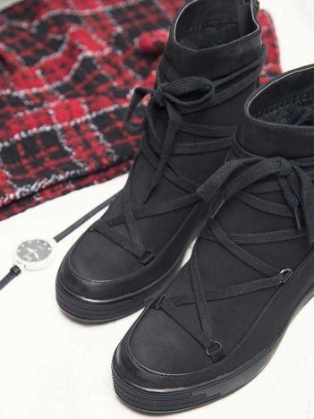 Sergio Leone czarne gładkie sneakersy z ozdobnym sznurowaniem na przodzie i suwakiem na pięcie