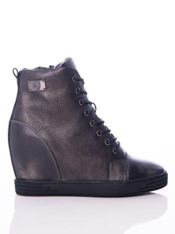 Sergio Leone czarne ozdobnie sznurowane sneakersy z błyszczącą blaszką na boku i przecieranym tyłem
