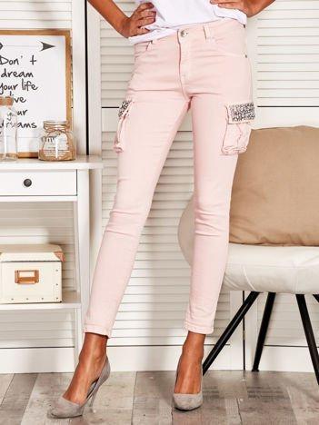 Spodnie damskie z ozdobnymi kieszeniami różowe