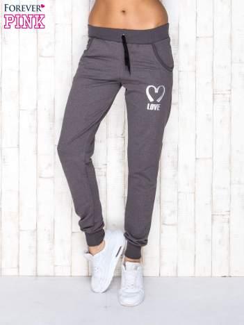 Spodnie dresowe ciemnoszare z napisem LOVE