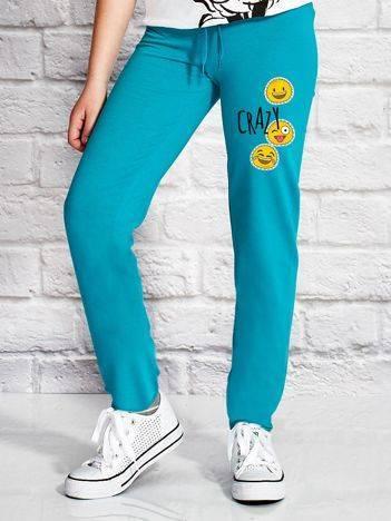 Spodnie dresowe dla dziewczynki z wesołymi emoji zielone