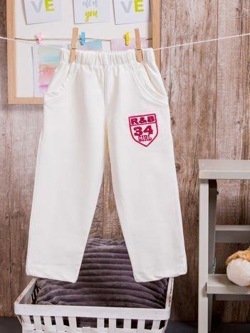 Spodnie dresowe dziewczęce z naszywką R&B 34 GIRL ecru