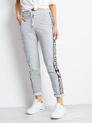 Spodnie dresowe jasnoszare z szerokim lampasem