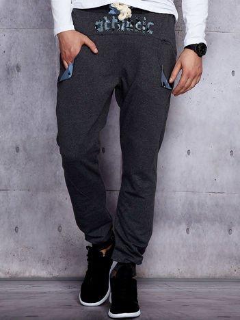Spodnie dresowe męskie ciemnoszare z troczkami i naszywkami