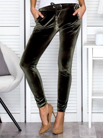 Spodnie dresowe welurowe z diamencikami przy kieszeniach zielone