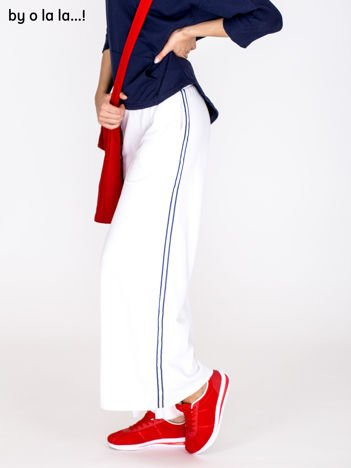 Spodnie dresowe z lampasami białe BY O LA LA