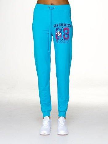Spodnie dresowe z napisem SAN FRANCISCO jasnoniebieskie