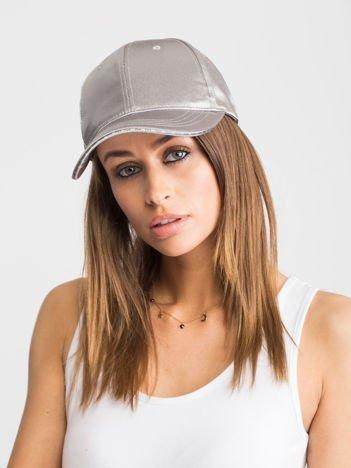 Srebrna czapka z daszkiem