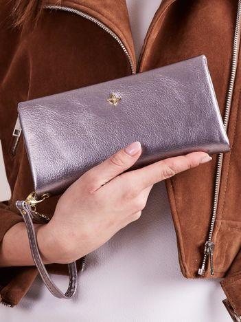 Srebrny podłużny portfel z uchwytem