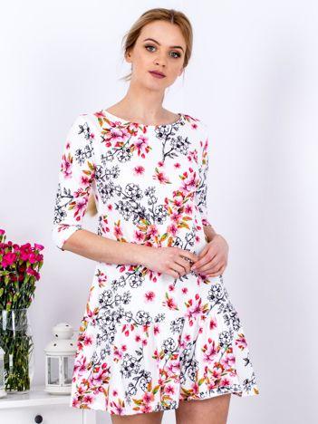 Sukienka biała w kwiatowe rysunkowe desenie