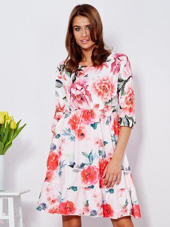 Sukienka biała w w kolorowe kwiaty