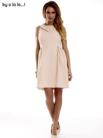 Sukienka brzoskwiniowa z kokardą BY O LA LA