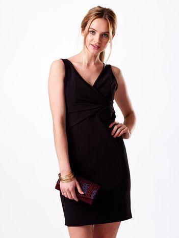 Sukienka czarna z kopertowym dekoltem