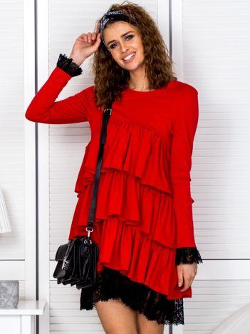 Sukienka czerwona z warstwowymi falbanami i koronką