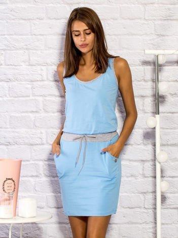 Sukienka dresowa z troczkami jasnoniebieska