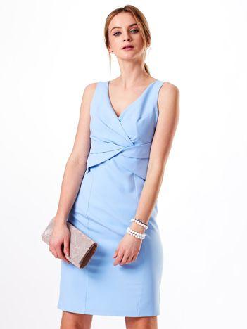 Sukienka jasnoniebieska z kopertowym dekoltem