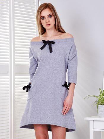 Sukienka jasnoszara z kokardkami