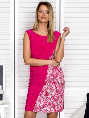 Sukienka koktajlowa z drapowaniem różowa