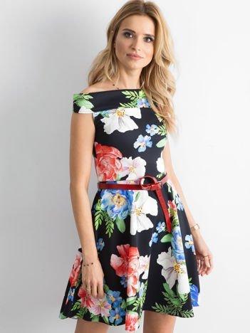 Sukienka odsłaniająca ramiona w kolorowe kwiaty czarna