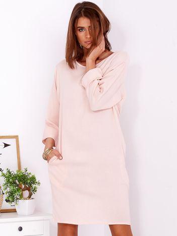 Sukienka oversize z domieszką bawełny jasnoróżowa