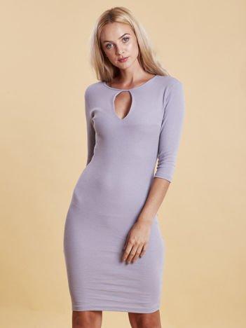Sukienka prążkowana z wycięciem przy dekolcie jasnoszara