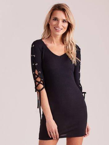 Sukienka w szeroki prążek z rękawami lace up czarna