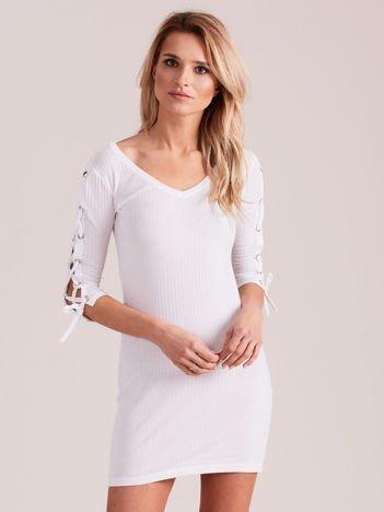 Sukienka w szeroki prążek z rękawami lace up ecru