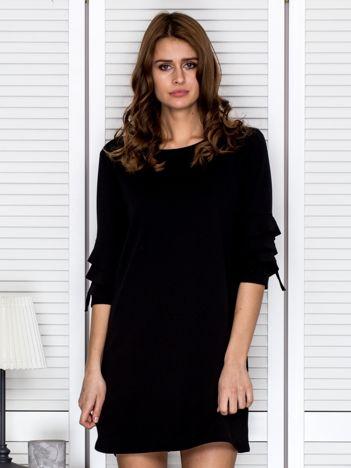 Sukienka z delikatnym wycięciem na plecach czarna