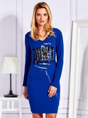 Sukienka z napisem kobaltowa