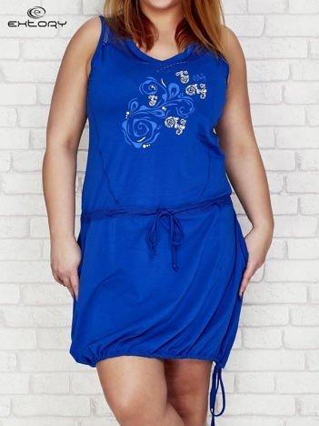 Sukienka z siateczkowymi wstawkami i nadrukiem ciemnoniebieska