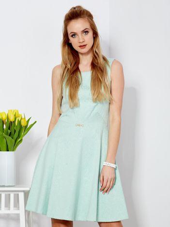 Sukienka zielona w drobny ornamentowy wzór