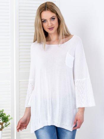 Sweter biały z szerokimi rękawami