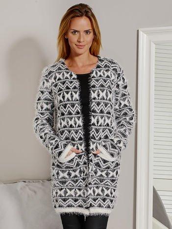 Sweter damski w geometryczne desenie czarny