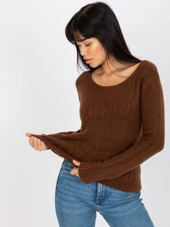 Sweter damski z warkoczami brązowy