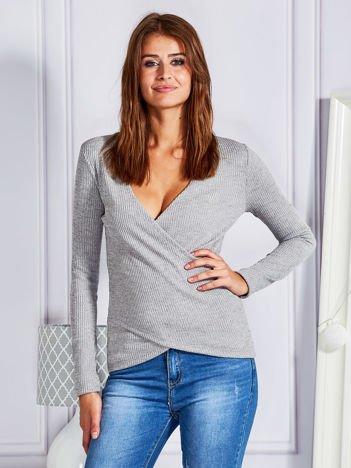 Sweter w prążek z kopertowym przodem szary