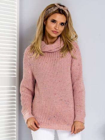 Sweter z kolorową nitką i golfem różowy
