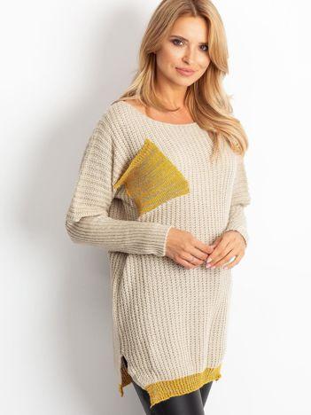 Sweter ze złotą kieszenią beżowy