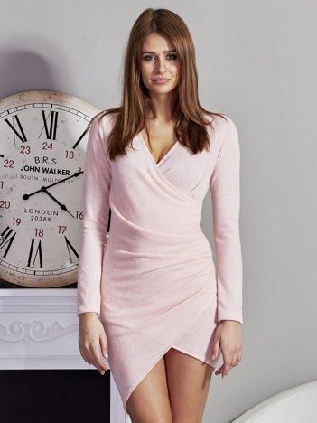 Swetrowa sukienka V-neck różowa